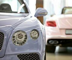 Dos ediciones especiales de @bentleymotors en los colores del año de #Pantone #car #auto #automóvil #Bentley