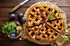Plum Recipes, Fall Recipes, Dessert Dishes, Dessert Recipes, Superfood, Baked Bakery, Fruit Pie, Sweet Pie, Healthy Food Choices