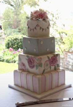 A stacked square wedding cake - wedding cake ideas #upwalthambarns #weddingcake