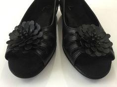 New A2 By Aerosoles Black Vegan Open Toe Flower Accent Wedge Shoes Womens 9 M…