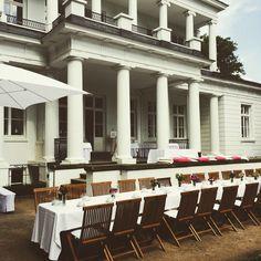 #Kaffetafel zum #hochzeitsempfang #wedding #weddinglocation #Hochzeit #gosslerhaus #Sommer #catering #hamburg #weddingcake #villa