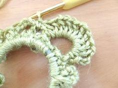 鎖全体をすくい細編み1つ、鎖4目で立ち上がり山部分を編み始めます。 長編み→鎖1目(長編み9つ分繰り返す) (最初のみ「立ち上がりの鎖目」も長編み1目として数える) Dream Catcher Boho, Crochet Hair Styles, Scrunchies, Lana, Crochet Earrings, Handmade, Crochet Hair Bows, Patterns, Manualidades