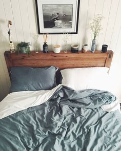 Double sided Teal & White; a match made in heaven. Bedroom inspo