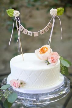 Cute and clever wedding cake topper Photography: Jade And Matthew Take Pictures… Candybar Wedding, Wedding Desserts, Wedding Cupcakes, Wedding Cake Toppers, Scrabble Cake, Scrabble Wedding, Scrabble Letters, Pretty Cakes, Beautiful Cakes