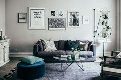 Johanna Bradford: I vardagsrummet är väggarna målade med kulören Vit Linneväv frånJotun.