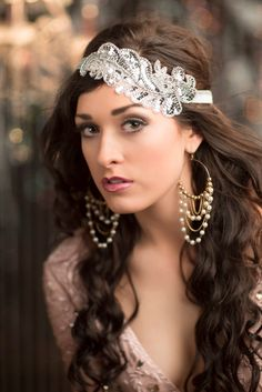 Bridal Party Silver Beaded Head Piece Silver Great Gatsby Headband 20s Style Flapper Headband Flapper Headdress(Etsy のAdorningBeautyCoより) https://www.etsy.com/jp/listing/191951474/bridal-party-silver-beaded-head-piece