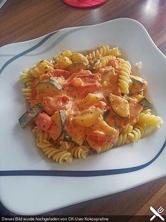 Tomato-zucchini-feta sauce, a very nice recipe from the sauces category. - Tomato-zucchini-feta sauce, a very nice recipe from the sauces category. Veggie Recipes, Vegetarian Recipes, Healthy Recipes, Quick Recipes, Sauce Recipes, Pasta Recipes, Tomate Zucchini, Feta Pasta, Queso Feta