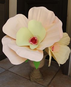 wonderful oversized paper flowers,