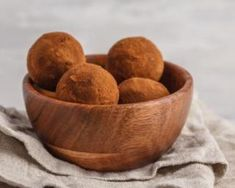 Recette de Energy balls au cacao Fudge, Healthy Snacks, Healthy Recipes, Nutrition, Energy Balls, Cacao, Serving Bowls, Brunch, Fruit