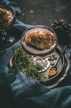 Dovoľte mi predstaviť vám recept na horúcu čokoládu voňajúcu perníkovým korením a korenistou škoricou. Horúca čokoláda sa skladá len zo 6 ingrediencií, hotová je do pár minút a väčšinu surovín na jej prípravu, ak nie rovno všetky, máte určite doma. Fitness, Ethnic Recipes, Food, Cakes, Mascarpone, Eten, Food Cakes, Pastries, Torte