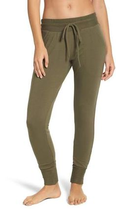 FREE PEOPLE MOVEMENT Free People Sunny Skinny Sweatpants Style Outfits, Casual Outfits, How To Lean Out, Loungewear Outfits, Workout Plan For Beginners, Womens Workout Outfits, Fashion Blogger Style, Athletic Pants, Post Workout