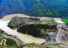 A view of the Old Tehri Town Surrounded by the Bhagirathi River.