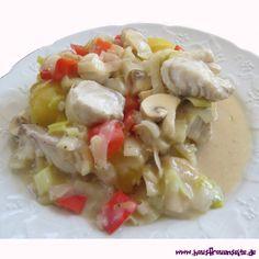 buntes Fischragout mit Gemüse (Porree) zum bunten Fischragout schmecken Reis und Salat
