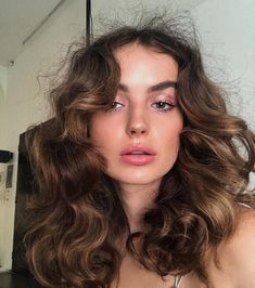5 Hairstyles That Look Way Better on Dirty Hair - Amately Bob Hair, Hair Dos, Hair Inspo, Hair Inspiration, Inspo Cheveux, Face Hair, Pretty Hairstyles, 70s Hairstyles, Female Hairstyles