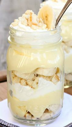 Love this Mason Jar Banana -- mmm mmm good! Great treat for Spring or Summer! | #Recipe by letsdishrecipes.com