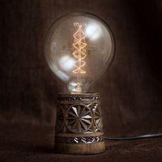 Лампа ручной работы, массив березы, резьба по дереву. Стоимость 6600 рублей.