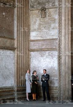 April Prince Charles & Princess Diana visit traditional tourist spots in Rome - the Forum and the Pantheon - and in the evening attend a banquet at the exclusive Hunting Club. Charles And Diana, Prince Charles, Diane, Diana Spencer, Princesa Diana, Prince And Princess, Prince Of Wales, Princess Charlotte, Lady Diana