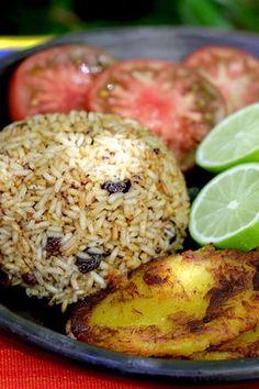 Arroz con Coco www. Rice Recipes, Mexican Food Recipes, Vegetarian Recipes, Cooking Recipes, Healthy Recipes, Ethnic Recipes, My Colombian Recipes, Colombian Cuisine, Arroz Biro Biro
