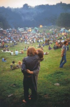 Woodstock, Bethel, New York, 1969 by Elliott Landy. i know i cant go back in time, but if I could this would be a must. for the music find my father and really make woodstock a trip. Woodstock Hippies, 1969 Woodstock, Woodstock Festival, Woodstock Music, Woodstock Photos, Hippie Party, Hippie Love, Hippie Style, Hippie Things