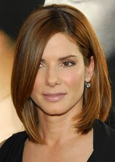 I would ♡ for my mom to cut and color her hair like this. Medium hair style and color