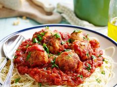 Italiaanse balletjes in tomatensaus (2) - Libelle Lekker! Dutch Recipes, Italian Recipes, New Recipes, Healthy Recipes, Pasta Recipes, Dinner Recipes, Low Carb Brasil, How To Cook Pasta, Tasty Dishes