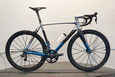 2013-A2J-Rolo-painted-custom-carbon-road-bike01