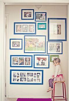 Photos ALL over the wall - for the little guests (Bilder ÜBERALL auf der Wand - damit die kleinen Gäste auch was zu schauen haben)