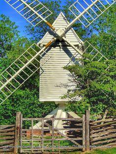 Windmill in Williamsburg Colonial Williamsburg Va, Williamsburg Virginia, Yorktown Battlefield, Historic Jamestowne, Virginia Vacation, House By The Sea, Colonial America, Old Farm Houses, Wind Mills