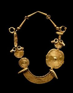 Akan gold necklace, The Museum of Fine Arts, Houston Ethnic Jewelry, African Jewelry, Jewelry Art, Gold Jewelry, Jewelery, Jewelry Accessories, Fashion Jewelry, Jewelry Design, Gold Necklace