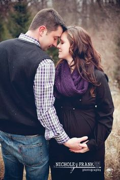 Holiday: Rustic: Maternity Photos : Nichole Frank Photography