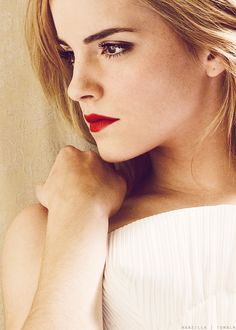 I love her look here: bright red lips and strong eyebrows.