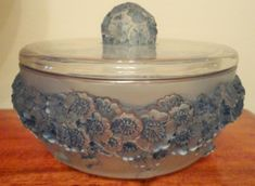R Lalique 'Primaveres' crystal box with lid highlighted with blue patina