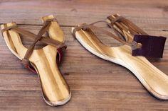 Ξύλινη σφεντόνα από φυσικό ξύλο WI112549. Διαστάσεις: 14x17cm