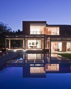The Stoneridge Residence was designed by Assembledge+ in collaboration with Billy Rose Design.  It was completed in october 2010 and sits in the hills of Bel Air, Los Angeles, California.