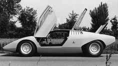 1971 Lamborghini Countach LP500 Prototype: Note the clean flanks, with no NACA ducts, and the lack of airboxes above the radiator intakes.