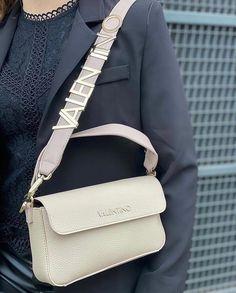 🖤𝓥𝓪𝓵𝓮𝓷𝓽𝓲𝓷𝓸 𝓝𝓮𝔀 𝓘𝓷 𝓢𝓢21🖤 _____________________________ 🛍shop online : www.papanikolaoushoes.gr _____________________________ #papanikolaoushoes #elegant #bags #love #shoponline Hermes Kelly, Valentino, Elegant, Bags, Shopping, Fashion, Classy, Handbags, Moda