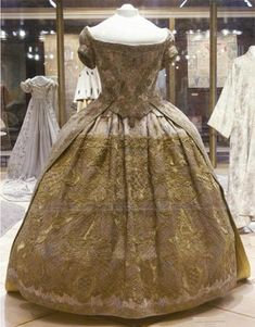 Coronation Dress of Empress Anna Ioannovna, G. Lovtsov and A. Appelgrimmm under direction of court tailor, I. Shefler: 1730, brocade, silk, lace, embroidery, train lined with brocade of free designs imitating, moire.