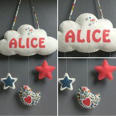 Mobile décoration nuage prénom - étoiles - oiseau avec message - en feutrine et tissu assortis : Jeux, peluches, doudous par l-atelier-feutrine