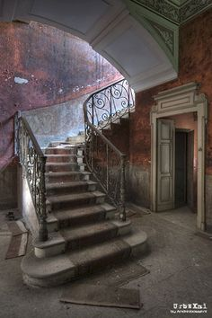 Abandoned and forgotten places around Europe. View the best urbex locations and read about its history. Old Abandoned Houses, Abandoned Buildings, Abandoned Places, Old Houses, Beautiful Architecture, Beautiful Buildings, Architecture Details, Beautiful Places, Classical Architecture