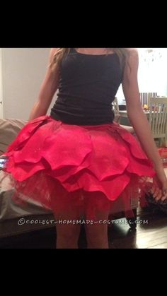 rose costume - For me to go with Jamie's Little Prince costume. Make rose tutu and rose hair clip. Wear green top and tights. Fairy Costume Diy, Rose Costume, Flower Costume, Homemade Costumes, Diy Costumes, Dance Costumes, Halloween Costumes, Costume Ideas, Disney Halloween