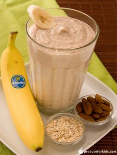 Give your morning a boost with this quick and easy banana oatmeal smoothie recipe! It's packed with almonds, yogurt, oatmeal and bananas to give you the energy to start your day. Recipe and photography povided by Chiquita in partnership with Produce for Kids.