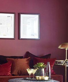 Diva FR1195. En av våre mørkeste burgunder med et voksent temperament. #ÅretsFarge2017#Burgunder#Bohem#rød#Fargekart#Fargerike#inspirasjon#burgundy#inspiration#sofa#pillows#fløyel#velvet#puter#bronse Couch Pillows, Most Beautiful Pictures, Divas, Empire, Gallery Wall, Told You So, Red Burgundy, Inspiration, Home Decor