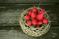 Ridichile protejează inima şi ne ajută să slăbim - eBUCATARIA Health Benefits Of Radishes, Vegetable Benefits, Root Vegetables, Growing Vegetables, Small Space Gardening, Edible Plants, Growing Herbs, No Cook Meals, Nutrition