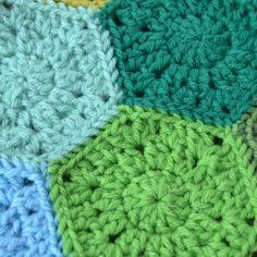 Crochet in Color: Hexagon Free Pattern, blanket, throw, baby, #haken, gratis patroon (Engels), granny, hexagon, deken, baby, plaid, haakpatroon