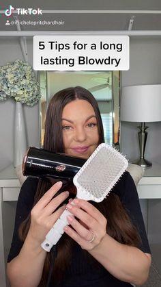 Blow Dry Curly Hair, Dry Hair, Frizzy Hair Remedies, Bridal Hair Buns, New Hair Do, Blowout Hair, Grunge Hair, Hair Hacks, Straight Hairstyles