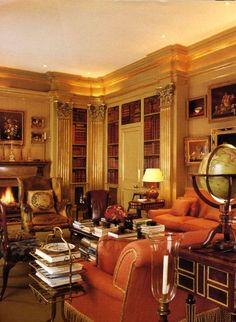 Dernière visite du somptueux appartement de Lily Safra à New York: Une profusion de mobilier d'époque, des tableaux de maîtres, des objets d'art, des reliures précieuses pour un décor en camaïeu de beige, d'or et de bois précieux. Ce décor aujourd'hui...