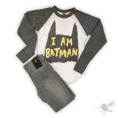"""Batman for the weekend!!! ✌ •SE CONVERTIRÁ EN UNO DE TUS OUTFITS FAVORITOS• #Colibrí #TShirt #Batman #Superhero #Jeans #HugoBoss #FashionBoys #Friyay…"""
