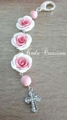 Roses are entirely handmade with polymer clay Diy Jewelry, Beaded Jewelry, Jewelery, Handmade Jewelry, Jewelry Making, Catholic Jewelry, Cute Clay, Clay Miniatures, Beads And Wire