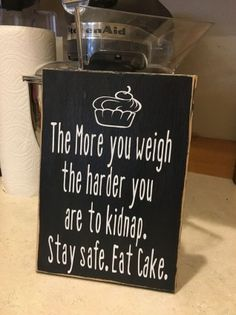 Eat Cake : This hilarious sign says it all! These are hand painted, lightly sanded and made from new wood right here in the heartland of America, then the wording and top seal coat is applied by our expert staff Sign Quotes, Me Quotes, Funny Quotes, Funny Memes, Hilarious Sayings, Hilarious Animals, 9gag Funny, Sign Sayings, Memes Humor