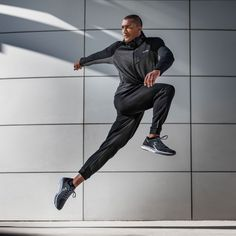 Two time Olympic gold medalist in the decathlon, Ashton Eaton and his wife Brianne Theisen-Eaton, a bronze medalist in the heptathlon, shot on location in San Francisco for China's 361 brand. Male Fitness Photography, Sport Photography, Portrait Photography, Instagram Feed, Abs And Cardio Workout, Sport Editorial, Heptathlon, Sports Advertising, Couple Running